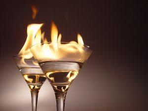 Flaming cocktails.jpg, źródło: Wikimedia Commons