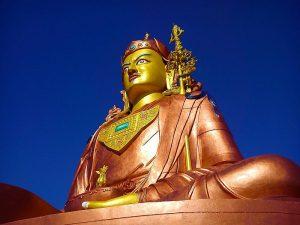 Guru Padmasambhava sideview.jpg, źródło: Wikimedia Commons