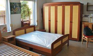 Łóżko drewniane.JPG, źródło: Wikimedia commons