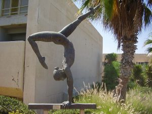 PikiWiki Israel 20592 The Gymnast sculpture in Wingate Institute.JPG, źródło: Wikimedia commons