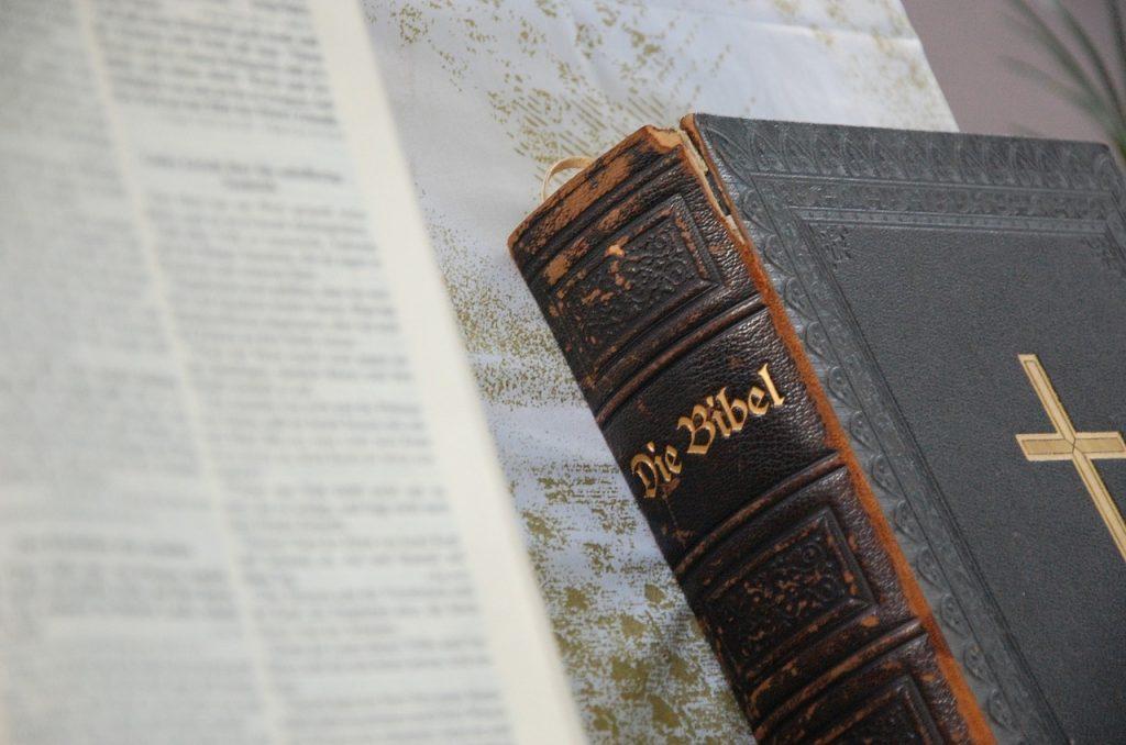 bible-1124807_1280