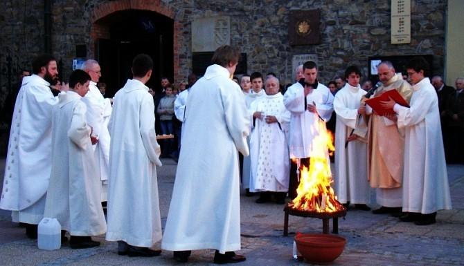 Franciszkanie przygotowują liturgię światła w Sanoku w 2010 roku