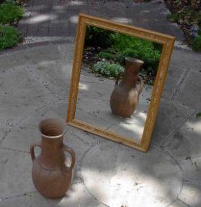 Mirror.jpg, źródło: Wikimedia commons