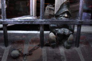 Więzień, the dwarf-prisoner (3733474016).jpg, źródło: Wikimedia commons