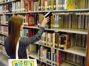 https://commons.wikimedia.org/wiki/File:SanDiegoCityCollegeLearningResource_-_bookshelf.jpg