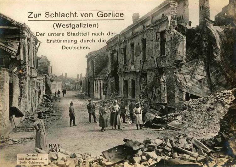 Zniszczenia wojenne ulicy 3 Maja w Gorlicach - fot. Wikimedia Commons